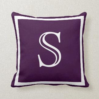Almohada oscura suave púrpura sólida del llano de