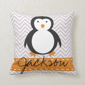 Almohada personalizada del pingüino del día de fie