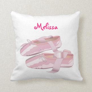 Almohada personalizada nombre de encargo rosado de
