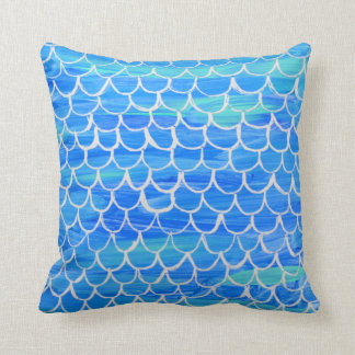 Almohada pintada a mano de la escala de pescados