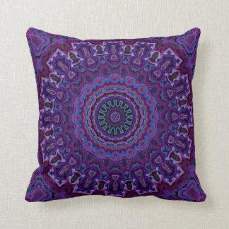 Almohada púrpura de la Terciopelo-mirada del vinta