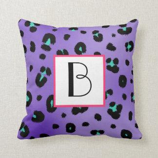 Almohada púrpura del monograma del estampado