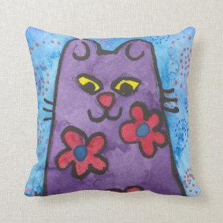 Almohada púrpura linda del gatito del dibujo anima