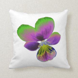 Almohada púrpura y verde del pensamiento