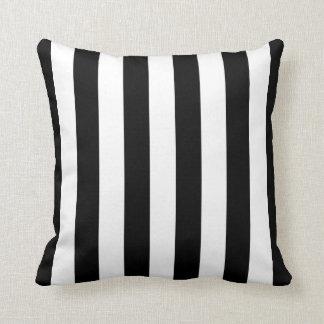 Almohada rayada blanco y negro
