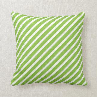 Almohada rayada del verde lima y blanca