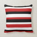 Almohada rayada roja, negra, y blanca
