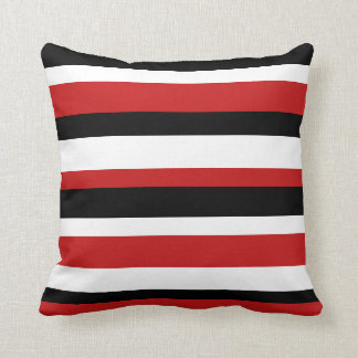 Almohada rayada roja negra y blanca