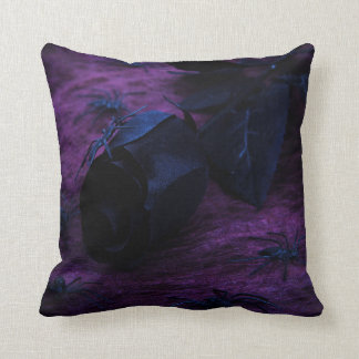 Almohada reversible color de rosa negra