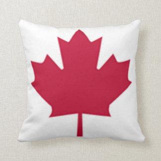 Almohada roja canadiense de la hoja de arce