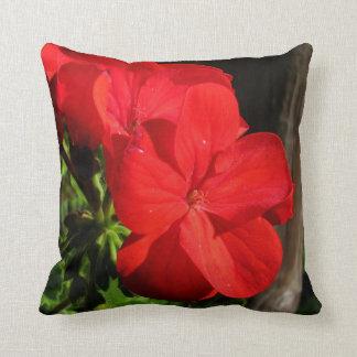 Almohada roja de la flor