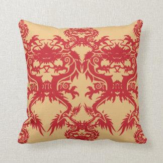 Almohada roja de MoJo del americano de los dragone