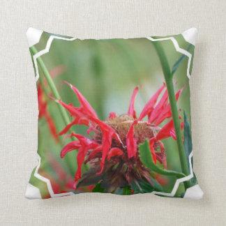Almohada roja del bálsamo de abeja