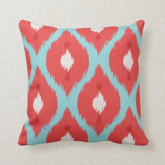 Almohada roja elegante moderna del ikat de la