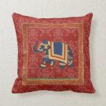 Almohada roja linda del damasco del oro de la Indi