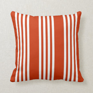 Almohada roja y blanca