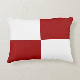 Almohada roja y blanca del acento de los cojín