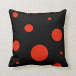 Almohada roja y negra decorativa del modelo de lun
