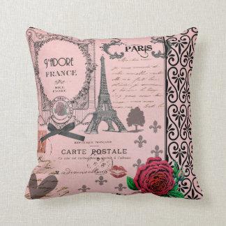 Almohada romántica del collage rosado de París del