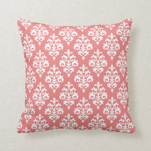 Almohada rosada blanca y coralina del damasco de