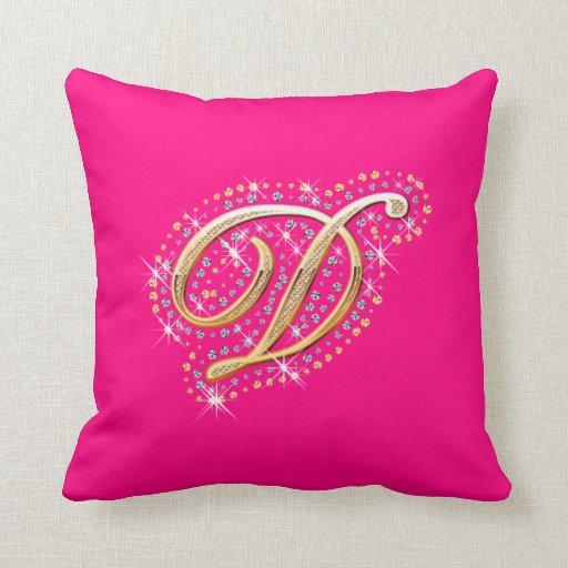 Almohada rosada con D inicial