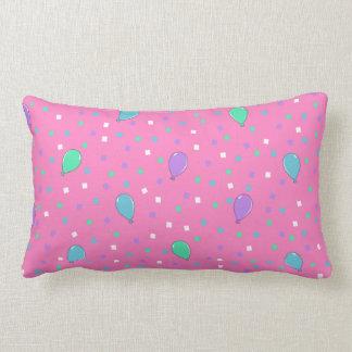 Almohada rosada de la decoración del cumpleaños cojín lumbar