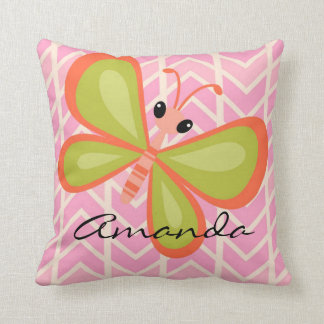 Almohada rosada de la mariposa del chica personali