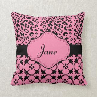 Almohada rosada de Monogrammable de la diversión