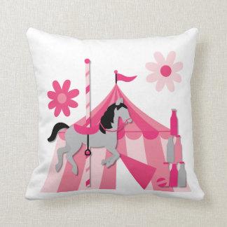 Almohada rosada del caballo del carrusel