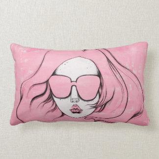 Almohada rosada del chica de las gafas de sol