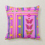 Almohada rosada del diseño de la mariposa dos por