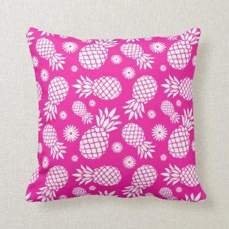 Almohada rosada tropical de las flores gráficas de