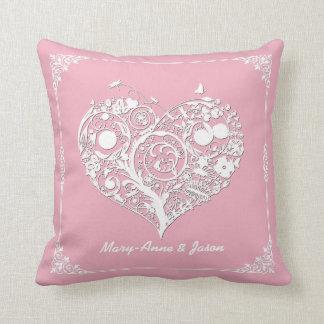 Almohada rosada y blanca elegante del decorador de