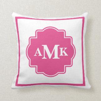 Almohada rosada y blanca oscura clásica del monogr