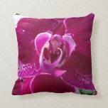 Almohada rosada y carmesí magnífica de la flor de