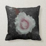 Almohada - rosas blancos