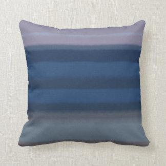Almohada suave de las rayas azules