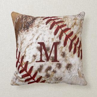 Almohada sucia con monograma del béisbol del