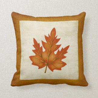 Almohada temática de la temporada de otoño anaranj