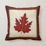 Almohada temática de la temporada de otoño roja de