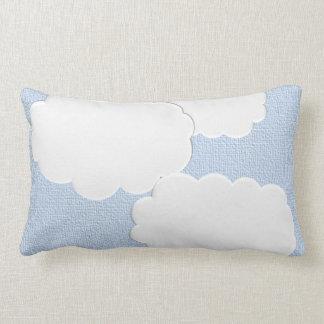 Almohada texturizada dimensional de las nubes