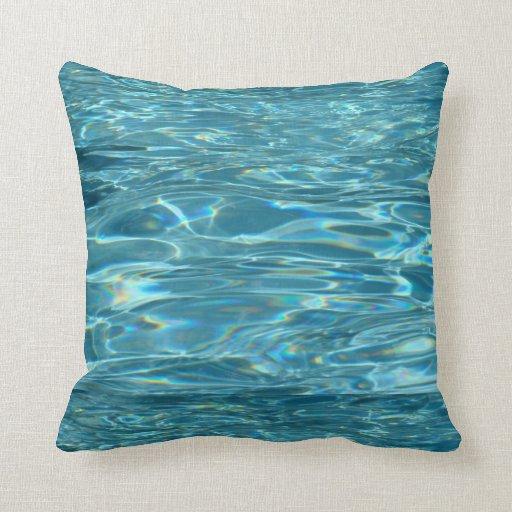 Almohada tranquila de las aguas