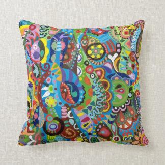 Almohada tribal caprichosa del arte abstracto