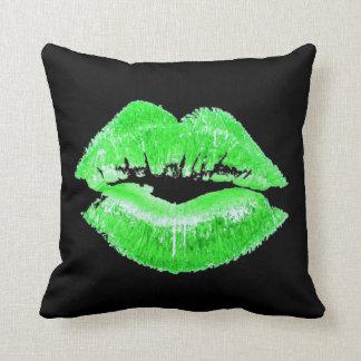 Almohada verde del beso de los labios del lápiz cojín decorativo