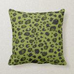 Almohada verde del estampado leopardo