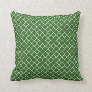 Almohada verde del sofá del tiro de la inicial de
