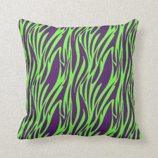 Almohada verde púrpura y de neón enrrollada del cojín decorativo