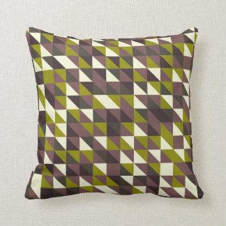 Almohada verde y púrpura del triángulo