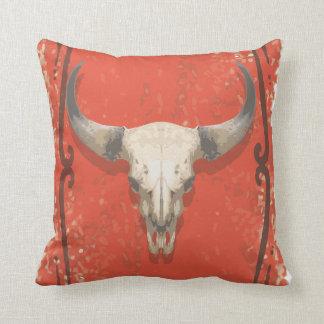 Almohada vieja del cráneo de la vaca