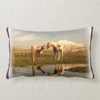 Almohada viva del lumbar del caballo del país